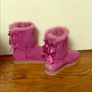 UGG Bailey bow II short pink boots, never worn!